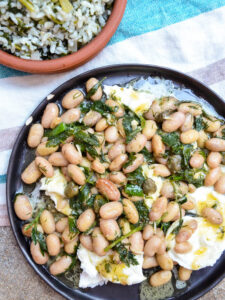 Borlotti beans with mozzarella on black plate seen from above