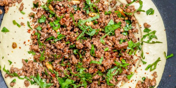 Hummus with baharat spiced beef - recipe / A kitchen in Istanbul